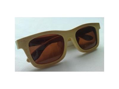 Drevené slnečné okuliare s hnedým sklom